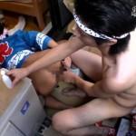 【無修正 ゲイ動画 xvideos】法被姿のお祭り男児2人がベランダで丸見え状態の中、互いの肉棒を舐め合い生でガン掘り!大胆すぎw