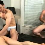 【無修正 ゲイ動画 xvideos】日本人が外国人2人に性感マッサージで欲情させた後、自らウケとなりアナルを掘られ続ける…