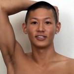 【ゲイ動画 pornhub】ゲイ男性に気に入られた細マッチョのサラリーマン!彼女とエッチしている最中に呼び出しの電話がきて…