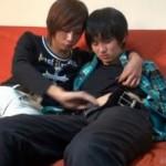 【無修正 ゲイ動画 xvideos】イケメンカップルのリアルな公開セクロス!中学生みたいな童顔に精子ぶっかけ!