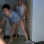 【ゲイ動画 pornhub】都内某所の有名ハッテン場トイレにやってきた草食系ノンケ男子を肉食系オラオラゲイが3Pレイプ!!