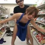 【ゲイ動画 pornhub】深夜のコンビニにご用心!誰もいない店内でノンケのショタ店員をレイプする事案が発生!