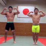 【twitter動画】チンコを強調しつつ筋肉自慢するノンケ学生達w