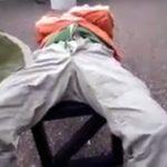 【twitter動画】何を思ったのかベンチでぐっすり眠っている友人のチンコをボロンと出し露出手コキw