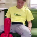 【twitter動画】電車内でチンコをピクピクさせ周りに勃起をアピールする素人ノンケw