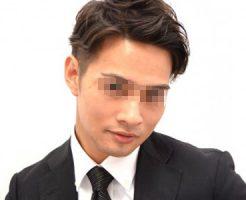 【ゲイ体験談】イ●ンで出会ったスリムスーツのイケメンリーマン、一緒にトイレに行ったらチンコ見させられてつい…