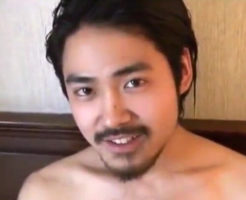 【ゲイ動画】武士っぽい髭面の素人イケメンが凛々しくオナニーする様子を撮影!日本刀なみの巨根をシゴく!