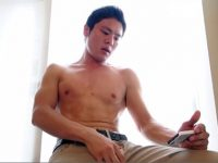 【ゲイ動画 pornhub】体育大学に通う陸上部のノンケを街でナンパ!部活で鍛え上げられた筋肉を堪能しつつパンパンに膨れ上がった玉袋をスッキリして貰うw