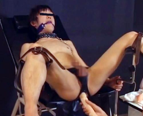 【ゲイ動画 pornhub】フィストバー勤務の17歳けんと君は入店し1年でNo1に・・尻穴を開発されたいとリピーターも多いそんなイケメンゲイが尻穴を拡張する様子の一部始終がこちら。